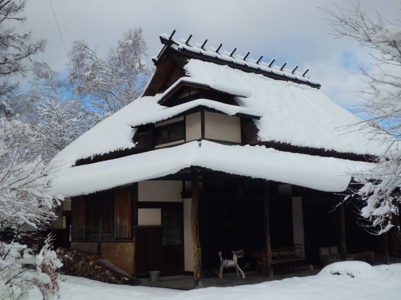 <p>無藝荘は冬眠中です</p>